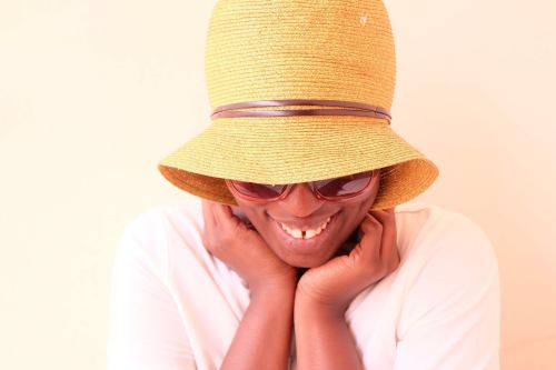 No Make up Challenge Girl smiling in Love Asos Hat and Sunglasses