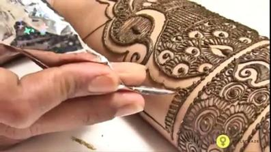 Drawing with Henna