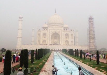 Taj Majal on a foggy day
