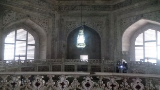 Interior view of the vaulted dome over the tombs of Shah Jahan and Mumtaz