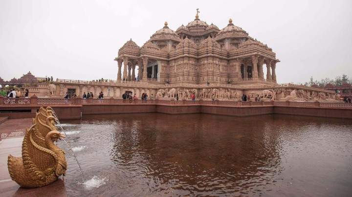akshardham_monument_with_sarovar-027-1800x1012